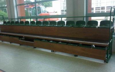 Trybuny rozsuwane w hali sportowej