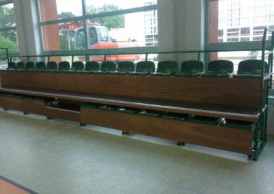 Trybuny rozsuwane na hali sportowej